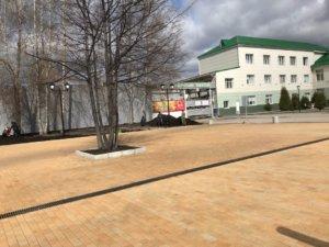 Мемориал у проходной завода
