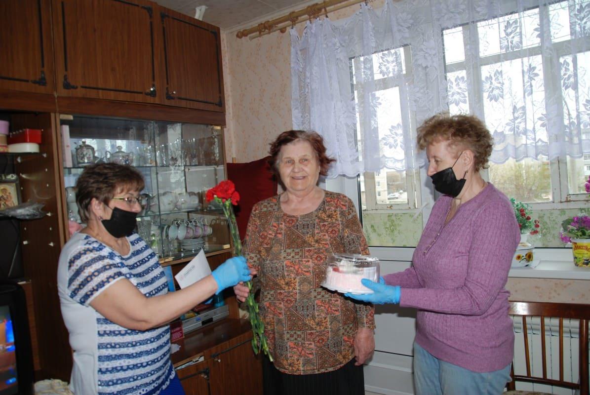 Торт цветы и премия