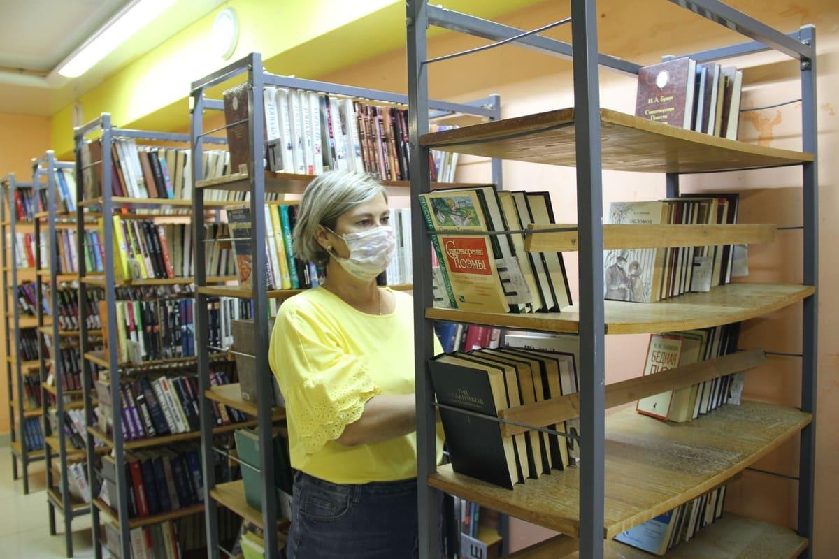 За книгами в библиотеку