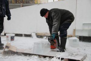 готовят ледовый городок