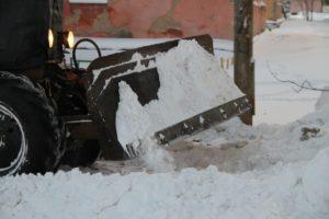 на улицах Сухого Лога уборка снега