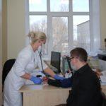 Перед прививкой обязательно измеряют давление