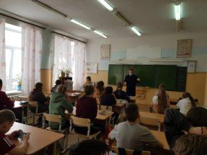 Инспектор ГИБДД обсудил с детьми опасные ситуации