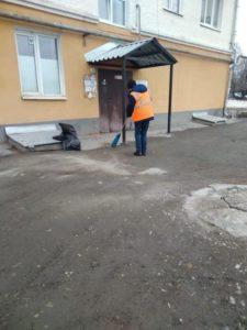 Уборка мусора во дворах