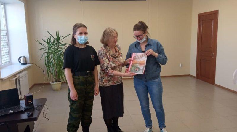 Родные Федора Артамонова получают документы