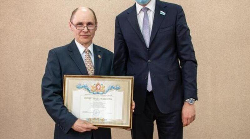 Почетную грамоту Законодательного собрания получил Роман Оленев – старший мастер по новым технологиям огнеупорного производства