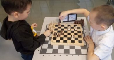 На занятиях в шахматном кружке