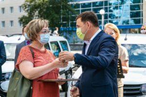 Губернатор Евгений Куйвашев 28 июня передал санитарные автомобили больницам Свердловской области