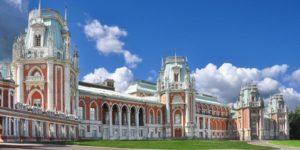 Большой дворец в Царицыно, в котором разместилась выставка «Семья - душа России»