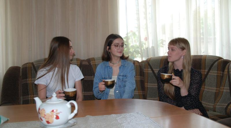 Маргарита Кочнева, Анеля Краковецкая и Юлия Решетникова