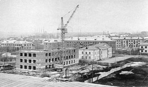 Коробку здания горисполкома (ныне администрации) строил и Филатов, начало 1970-х