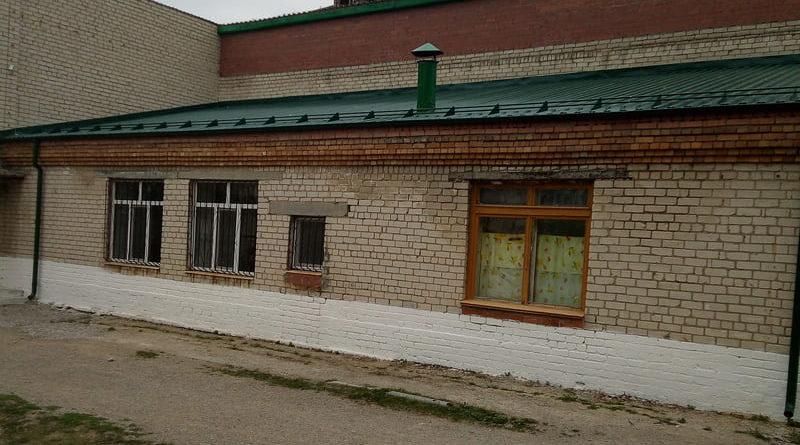 Новая кровля на здании школьной столовой в с. Знаменском