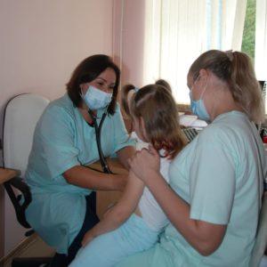 Ольга Новожилова ведет прием юных пациентов