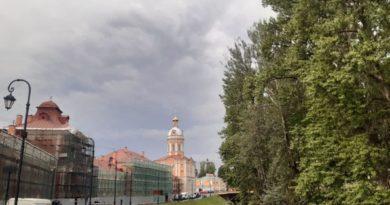 Вид на Александро-Невскую лавру со стороны р. Монастырки