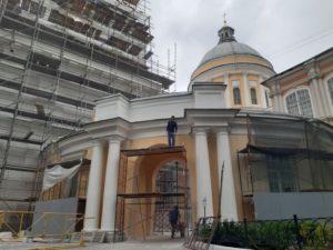Лавра большой мужской монастырь
