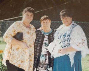Магдалина Петровна с дочерьми Галиной и Ириной