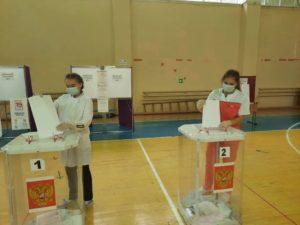 студенты медколледжа голосуют на выборах