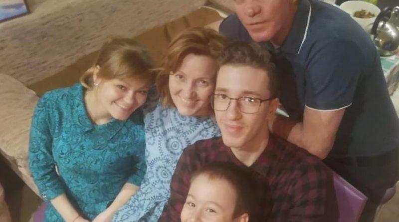 Светлана и Сергей Антоновы с сыном Иваном, дочерью Анастасией и внуком Арсением